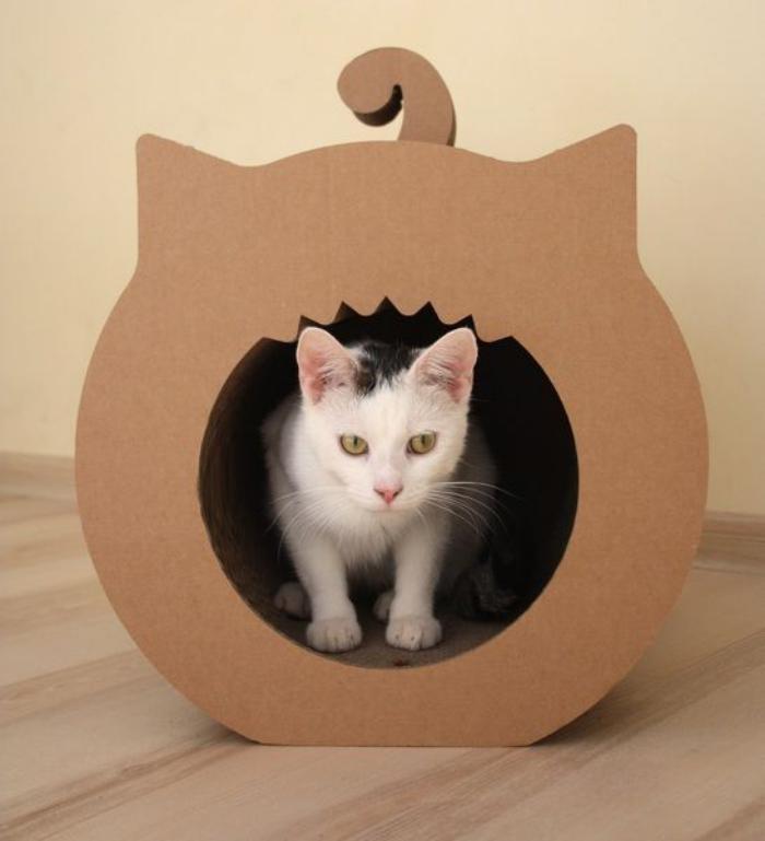 niche-pour-chat-en-carton-maisonette-chat-créative