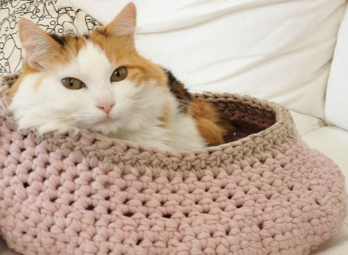 niche-pour-chat-rose-au-tricot