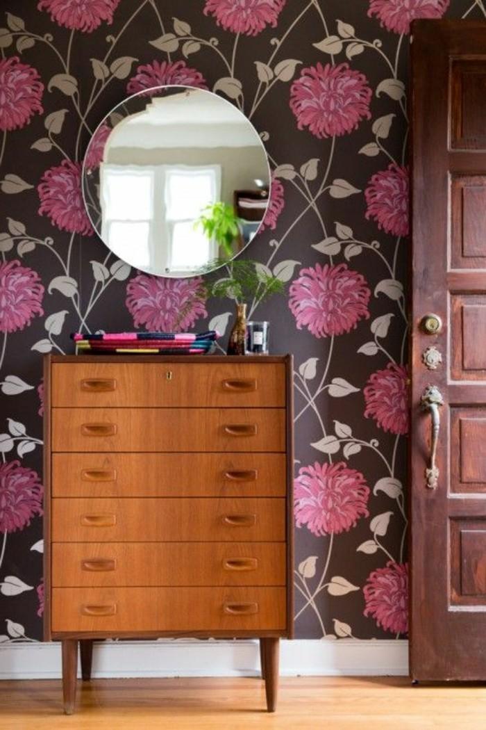 papier-peint-chantemur-dessin-floral-mural-fleurs-roses-sol-en-parquet-clair