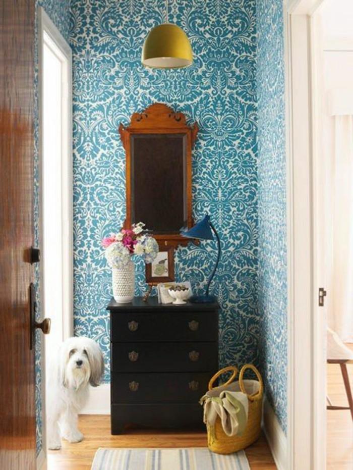 Papier peint pour couloir comment faire le bon choix - Papier peint bleu fonce ...
