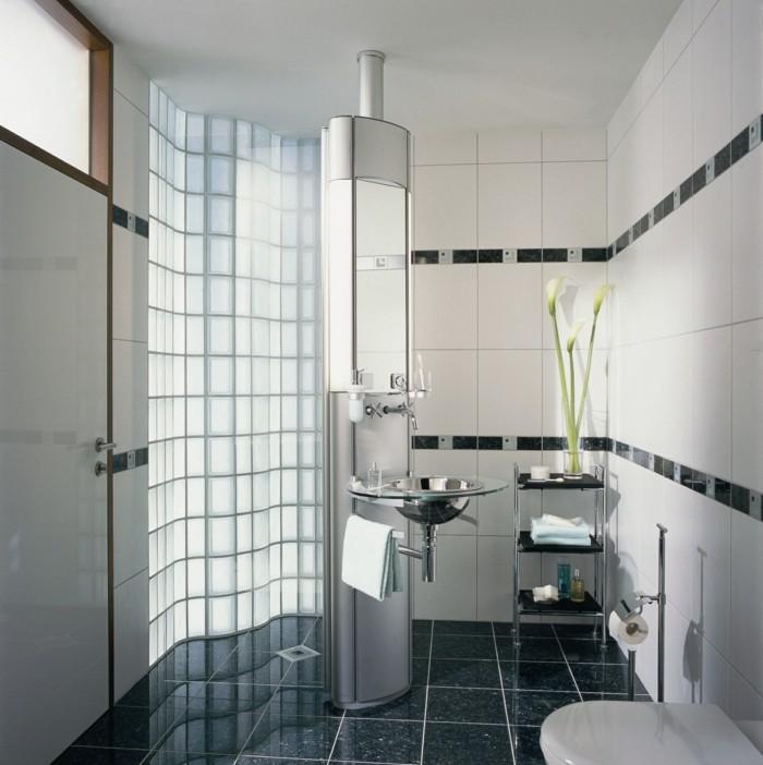 pavé-verre-salle-de-bain-moderne-en-noir-et-blanc-resized