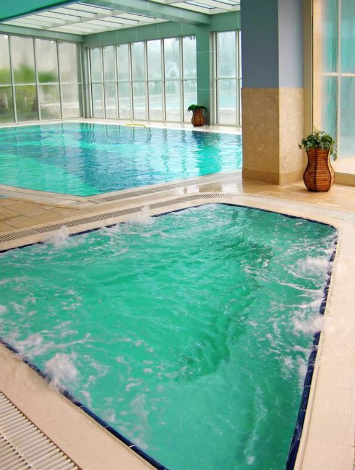 piscine-intérieure-piscine-à-débordement-intérieure