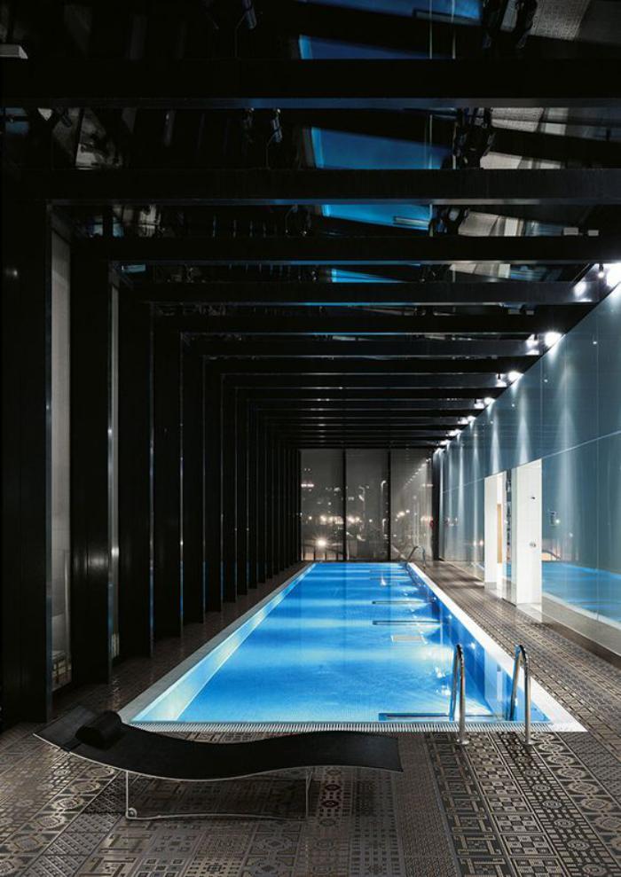 piscine-intérieure-intérieur-avec-piscine-remarquable