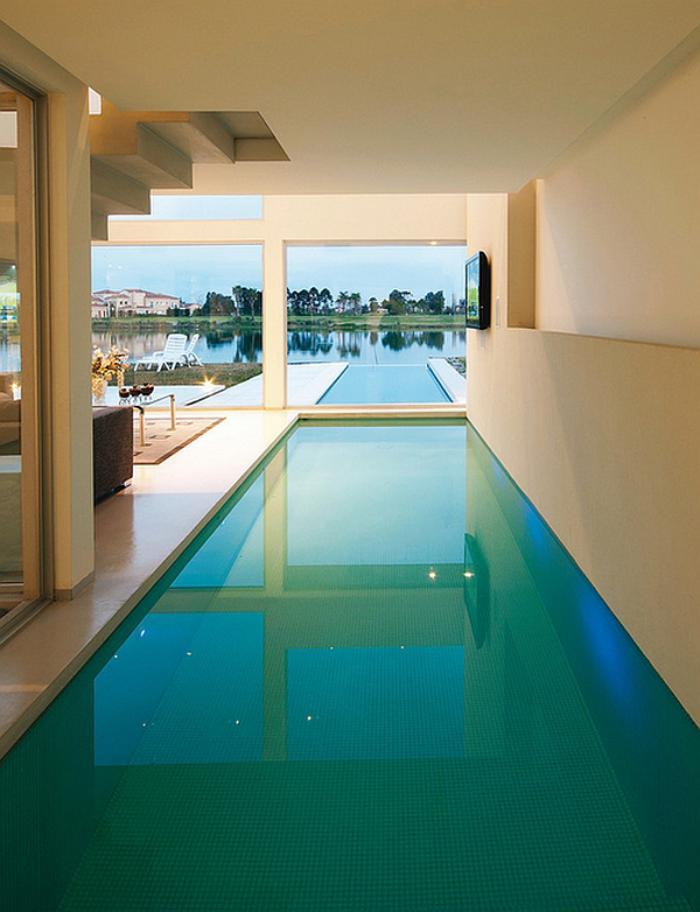 piscine-intérieure-liée-à-un-bassin-extérieur