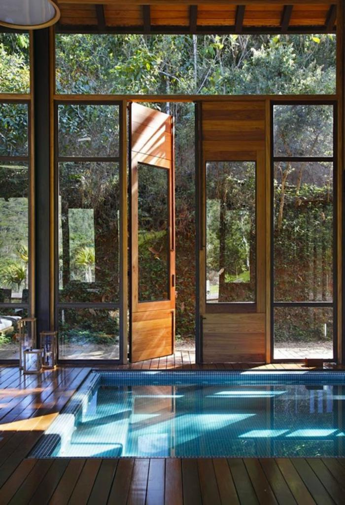 La piscine int rieure un luxe un r ve une installation for Bar dans une piscine