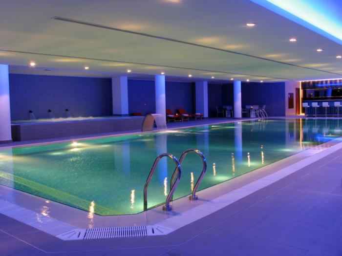 La piscine int rieure un luxe un r ve une installation de sport for Piscine d interieur