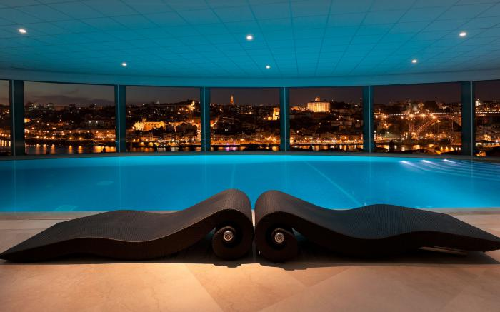 la piscine int rieure un luxe un r ve une installation de sport. Black Bedroom Furniture Sets. Home Design Ideas