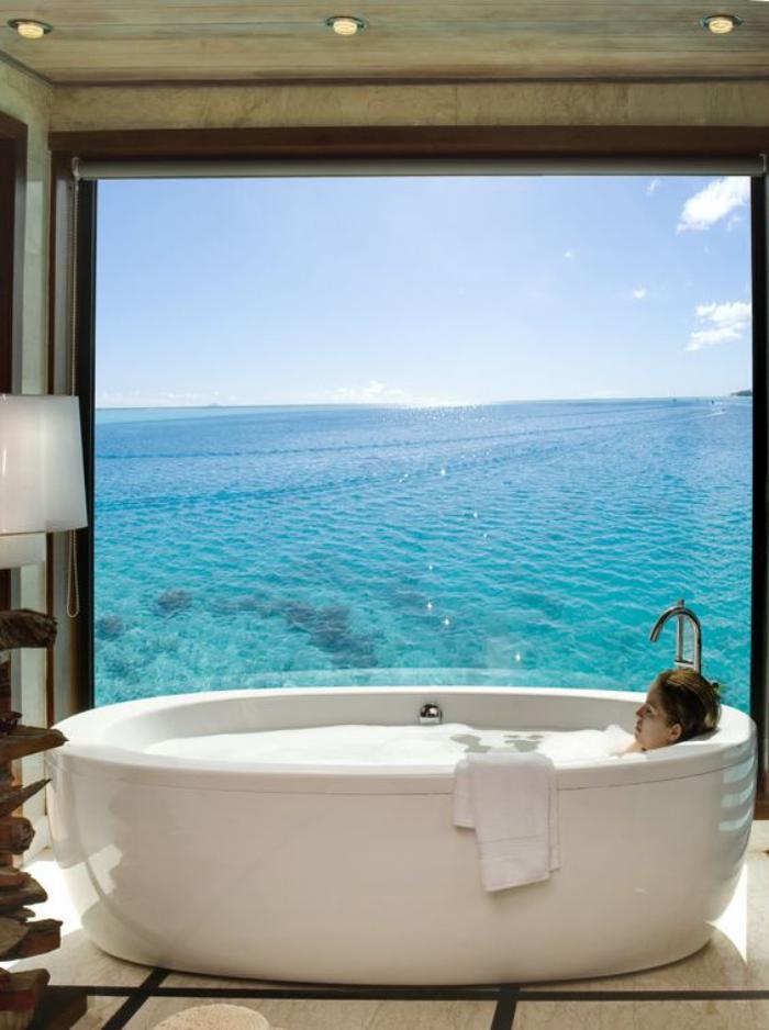 polynésie-française-voyage-baignoire-avec-une-vue