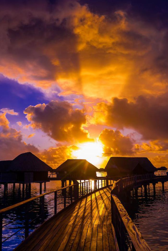 polynésie-française-voyage-coucher-du-soleil-bungalows-Bora-Bora