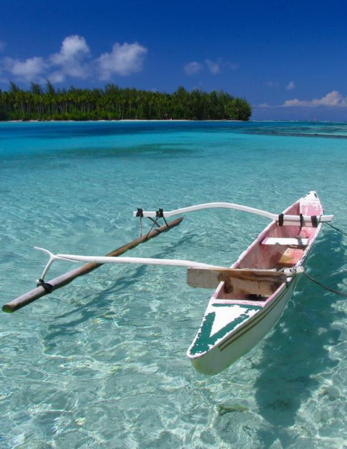 polynésie-française-voyage-eaux-cristales-et-barque-blanche
