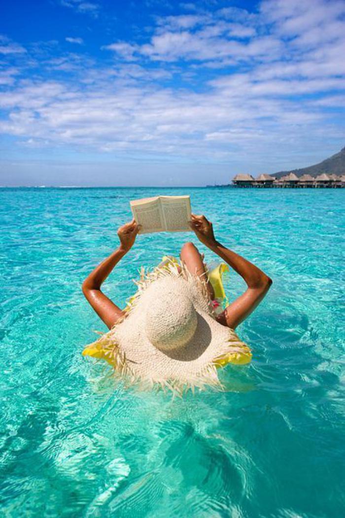 polynésie-française-voyage-flotter-dans-l'eau-de-Polynésie