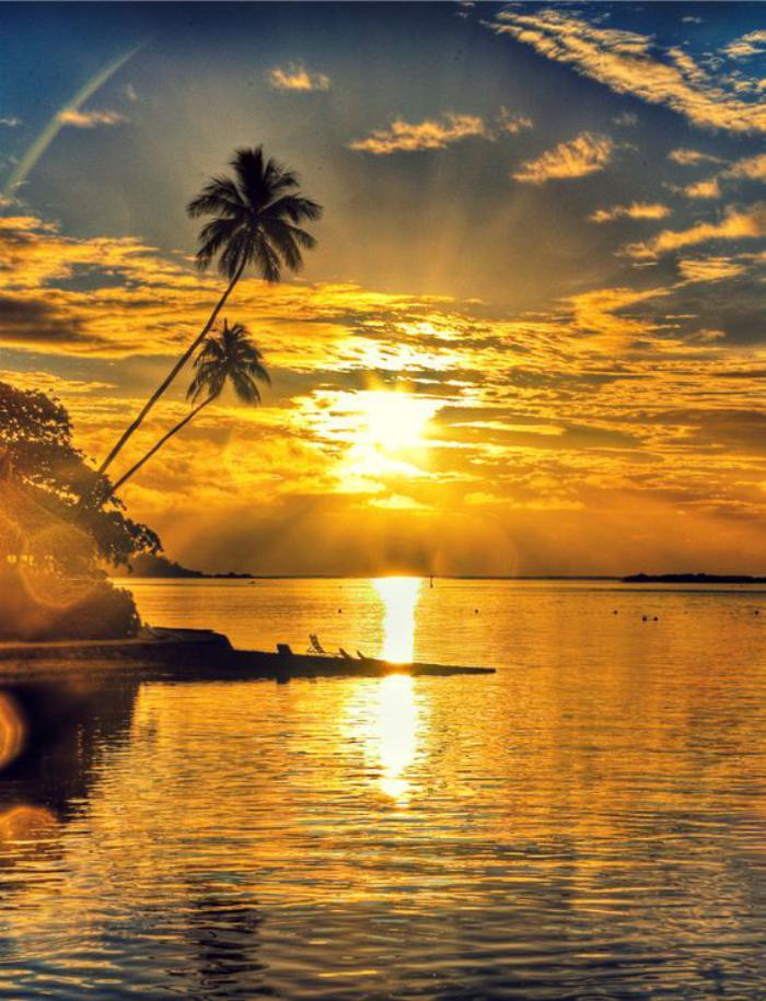 polynésie-française-voyage-joli-paysage-au-coucher-du-soleil