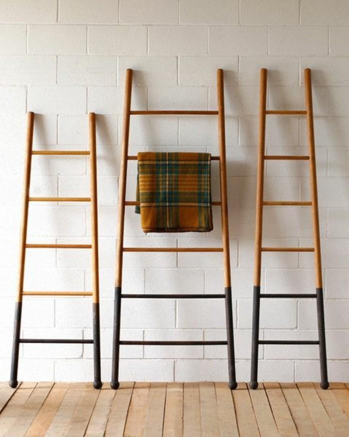 portes-serviettes-en-bois-design-conforama-sol-en-planchers-clairs-murs-blancs