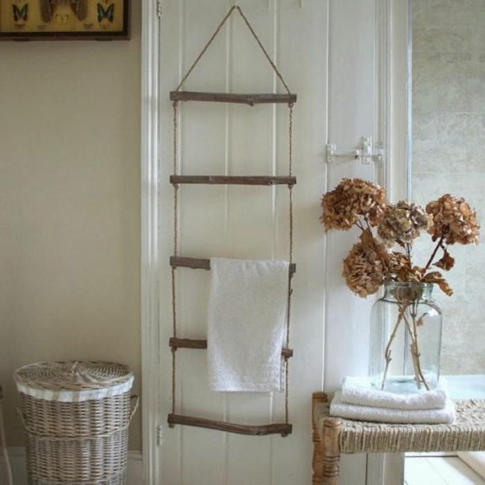 Vasque Salle De Bain Originale : Porte serviette en bois brut pour votre salle de bain design rustique: