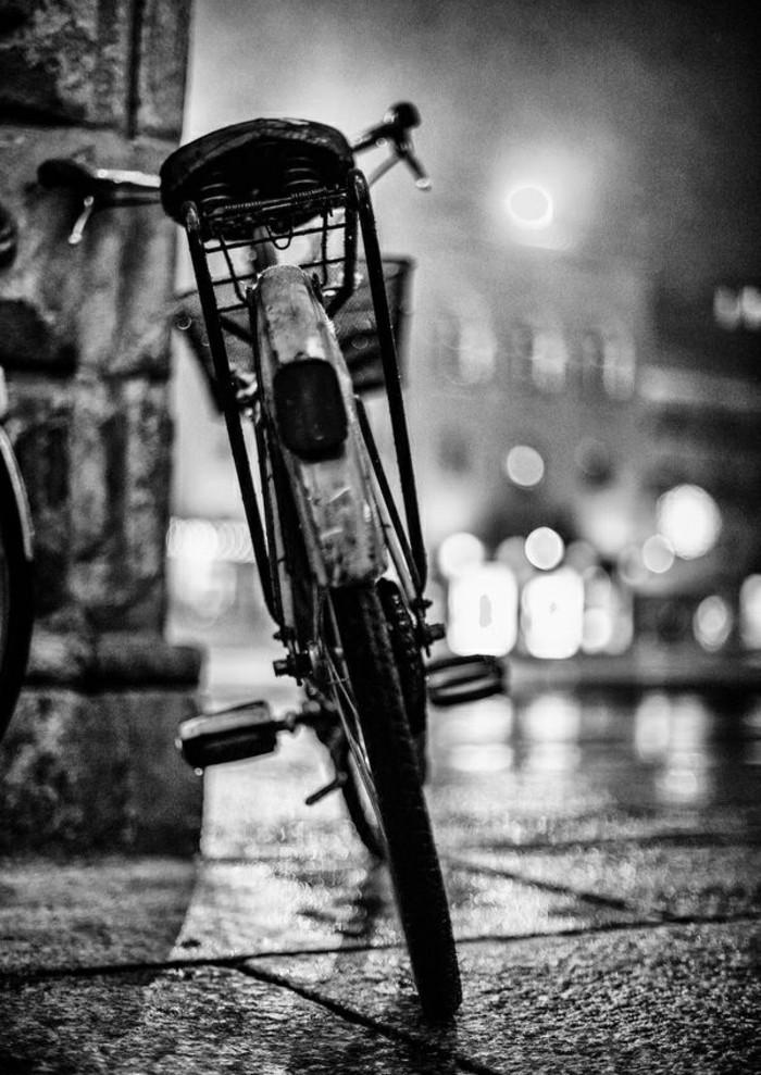 prendre-meilleur-vintage-velo-pour-rouler-dans-la-ville-voir-photo-noir-et-blanc