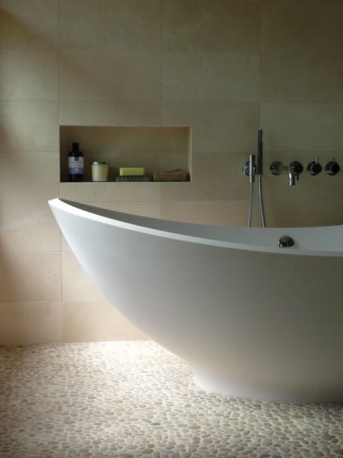 Le carrelage galet pratique rev tement pour la salle de bain for Salle de bain taupe et beige