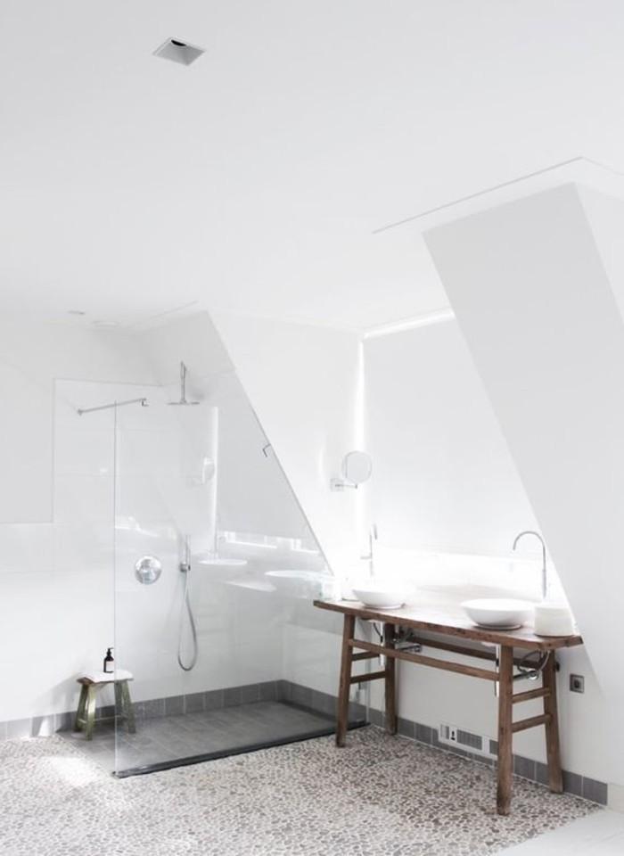 Le carrelage galet pratique rev tement pour la salle de bain - Cailloux decoratifs ...