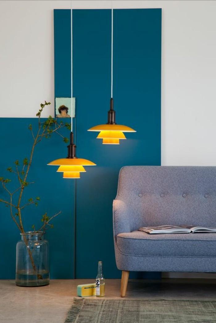 salon-avec-murs-blanc-bleu-canapé-gris-comment-associer-les-couleurs-dans-le-salon
