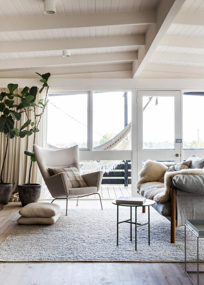 salon-beige-meubles-chic-tapis-beige-comment-associer-les-couleurs-d-intérieur-dans-le-salon