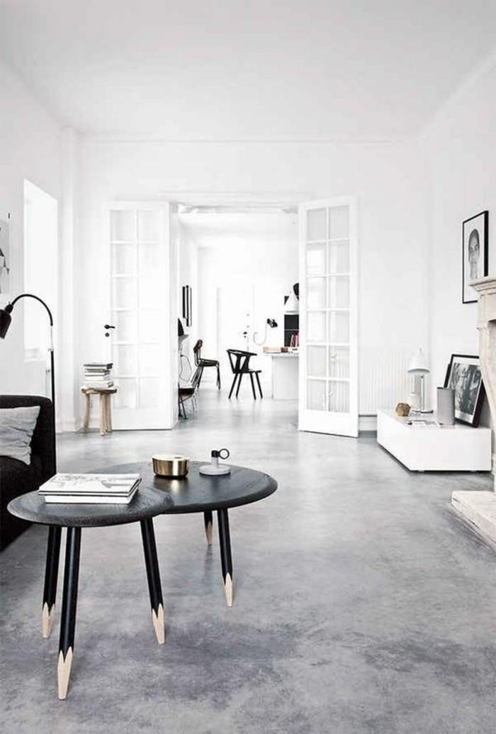 salon-moderne-béton-décoratif-gris-sur-le-sol-dans-le-salon-moderne-table-en-bois