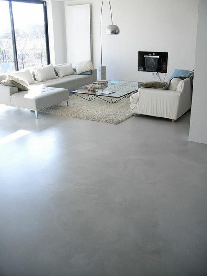 sol-beige-couleur-taupe-meubles-chic-beiges-en-cuir-béton-décoratif-sur-le-sol-de-salon