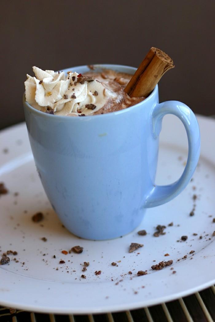 superbe-chocolats-chauds-machine-a-chocolat-chaud-pas-cher-lait-chocolat-maison-bleu-tasse