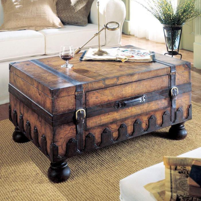 table-basse-coffre-fantastique-bois-et-cuir