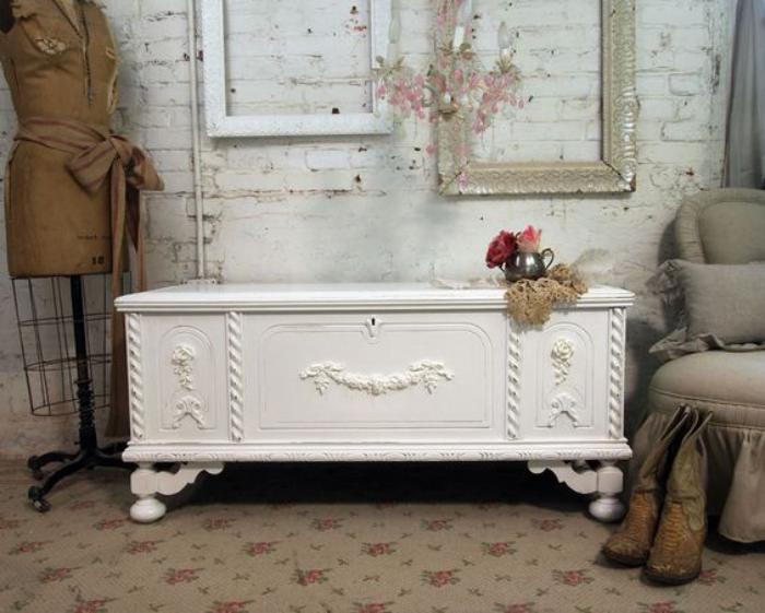 table-basse-coffre-style-shabby-chic-en-blanc