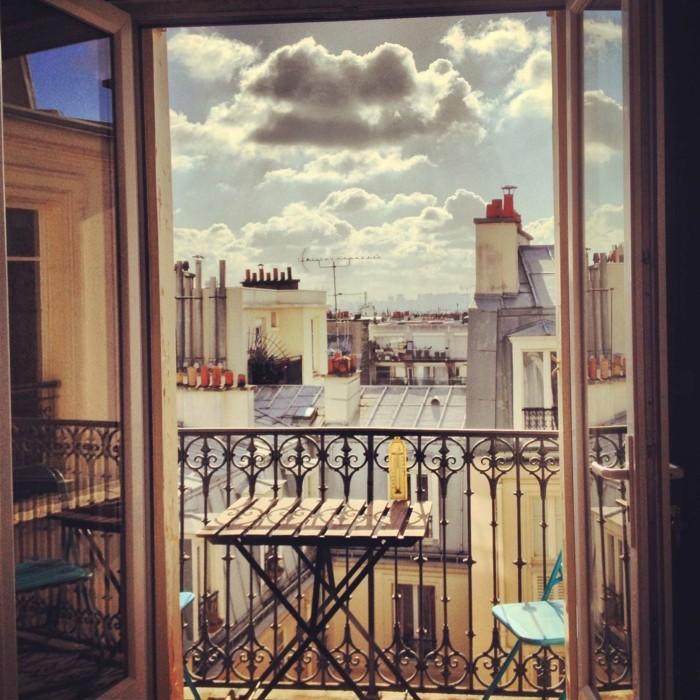 tapis-balcon-deco-petit-balcon-amenagement-petit-balcon- aménager-son-balcon-beau-paris
