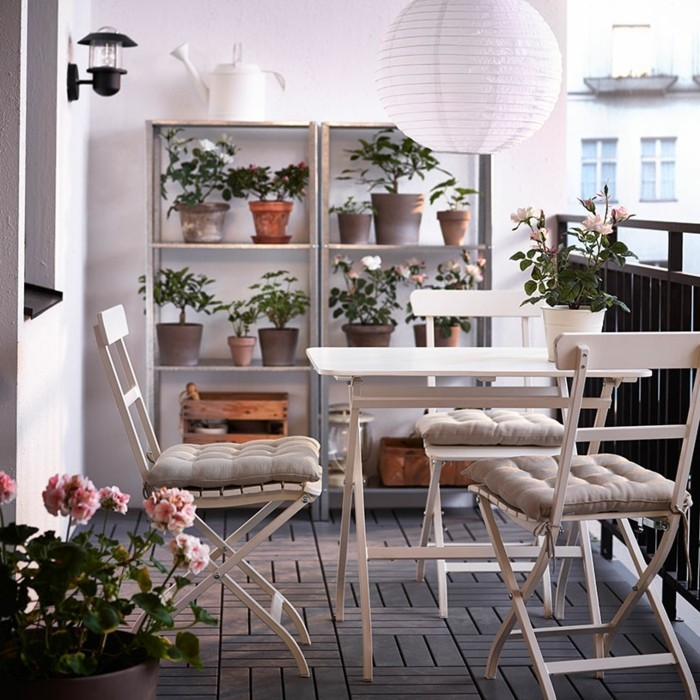 tapis-balcon-deco-petit-balcon-amenagement-petit-balcon- aménager-son-balcon-belle-terasse