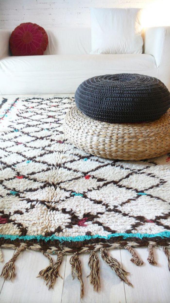 tapis-marocain-ambiance-simple-et-belle-avec-un-tapis-berbère