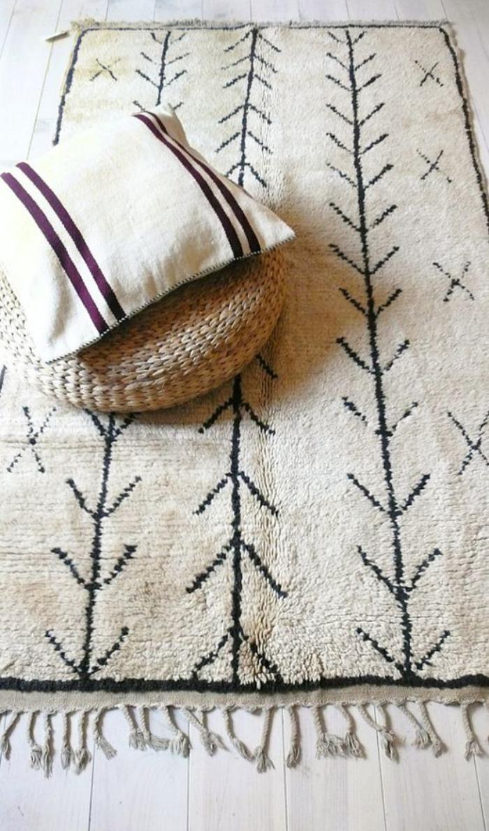 tapis-marocain-coussin-et-pouf-au-tricot