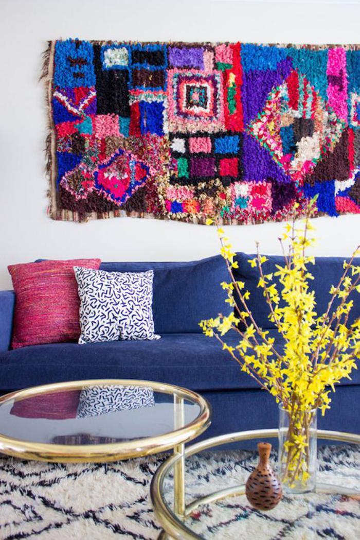 tapis-marocain-deux-tables-basses-en-verre