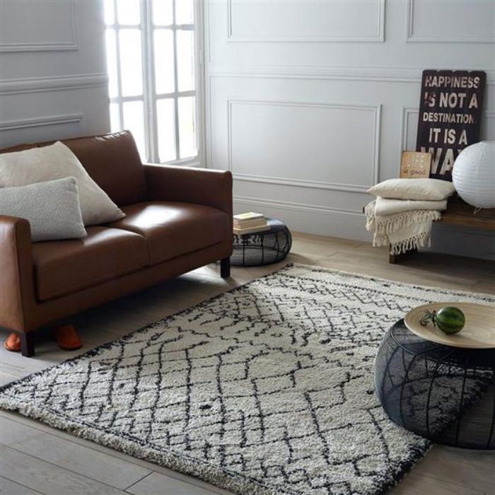 tapis-marocain-et-équipement-de-pièce-tot-simple