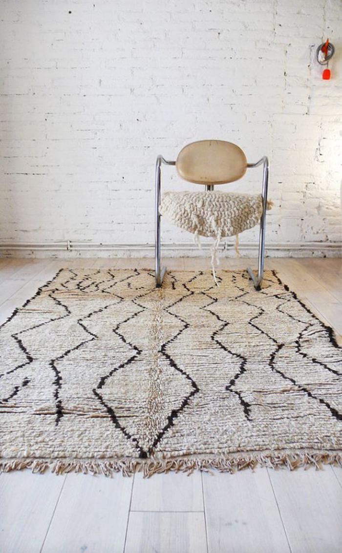 tapis-marocain-noir-et-blanc-à-diamants