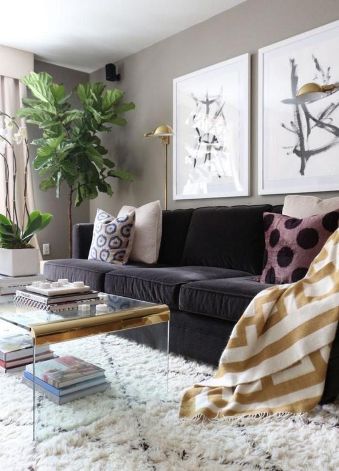 tapis-marocain-salon-avec-Beni-Ouarin-table-transparente