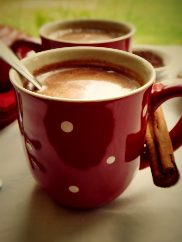 tasse-chocolat-chaud-coulis-de-chocolat-chaud-bon-chocolat-chaud-rouge