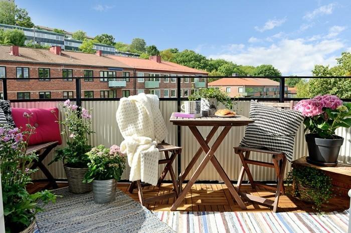 terrasses-et-balcons-aménagement-petit-balcon-balcon-deco- aménagement-balcon-cool-idée