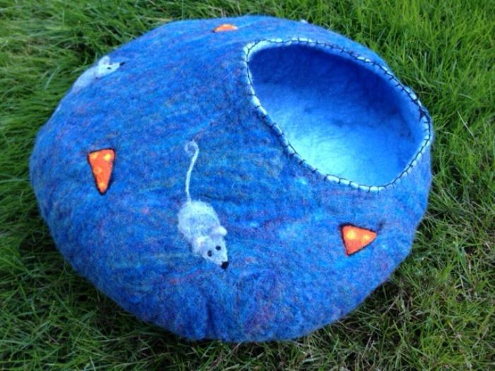 niche-pour-chat-bleue-amusante-grotte-de-chat