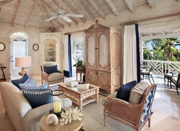 un-balcon-avec-belle-vue-tropique-amenagement-terrasse-exterieur-au-bord-de-la-mer