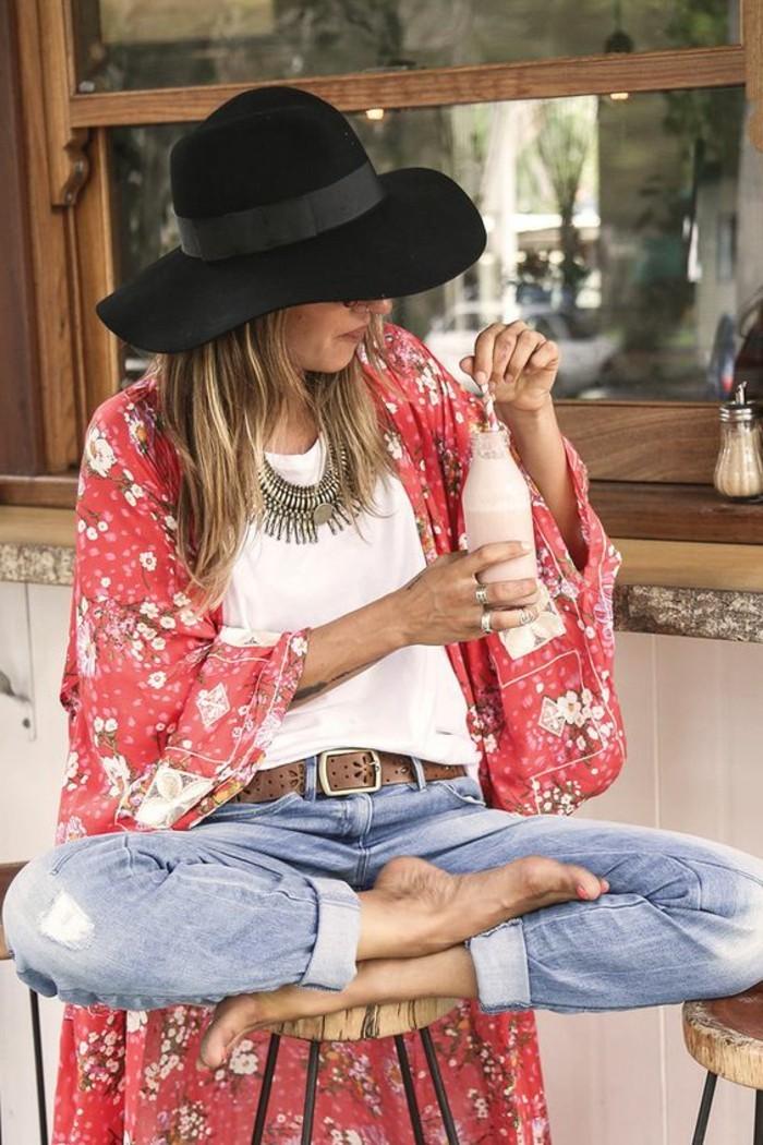 une-idée-tenue-de-jour-la-veste-kimono-femme-moderne-stylée-belle-photo