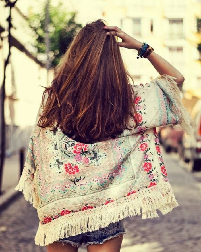 une-idée-tenue-de-jour-la-veste-kimono-femme-moderne-stylée-le-street-styl