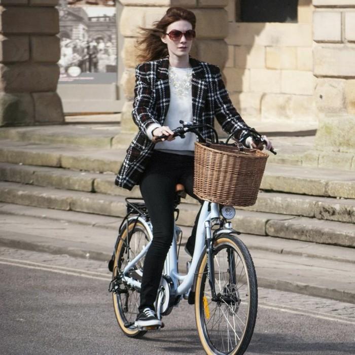 vélos-vintage-le-vintage-vélo-que-vous-allez-aimer-nostalgie-femme-stylée
