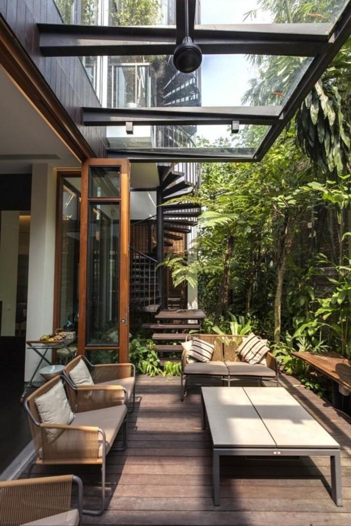 véranda-avec-verrière-de-toit-en-verre-comment-fenêtre-de-toit-velux-maison