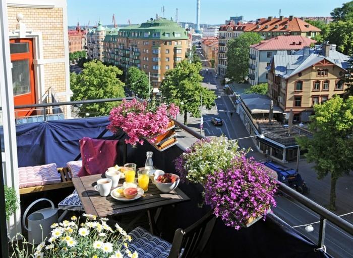 voir-magnifique-aménagement-balcon-étroit-idée-décoration-cosy-en-rose