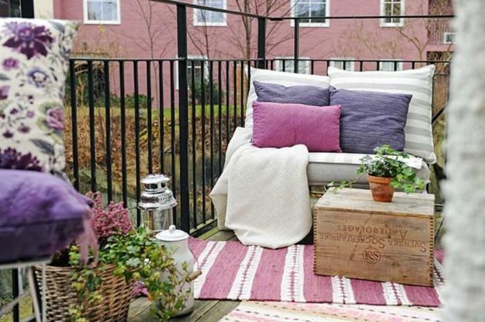 voir-magnifique-aménagement-balcon-étroit-idée-décoration-cosy-enchantement-des-fleurs