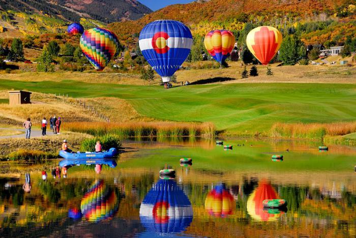 vol-en-montgolfière-événements-à-Aspen-ballons-et-leurs-réfléxions