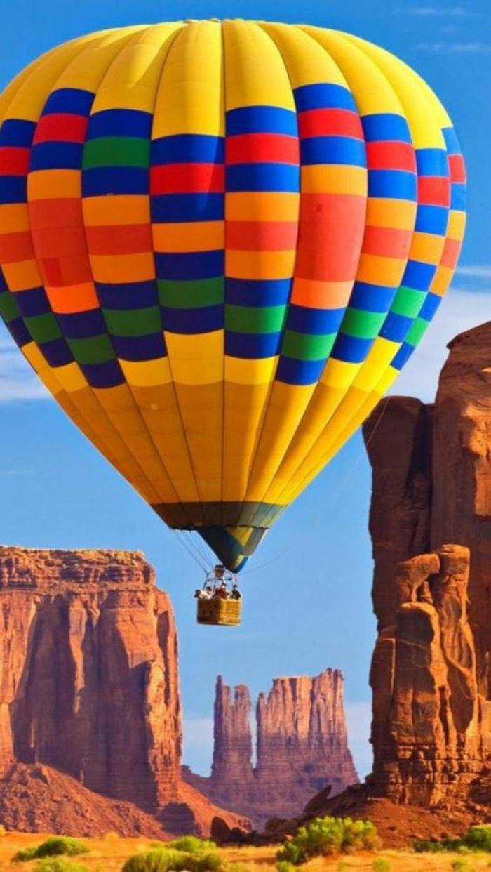 vol-en-montgolfière-au-dessus-des-canyons-de-l'Amérique