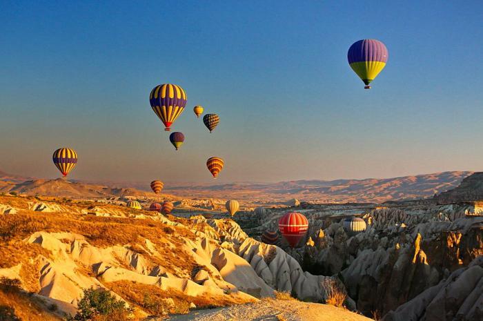 vol-en-montgolfière-au-dessus-des-rochers-de-Cappadoce