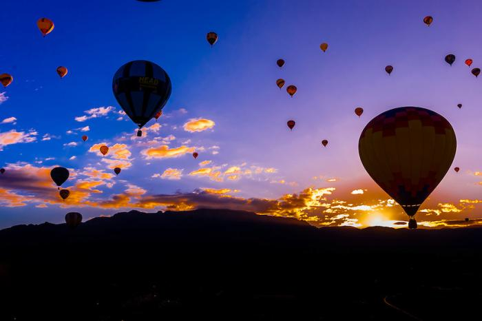 vol-en-montgolfière-ballons-au-dessus-de-New-Mexico
